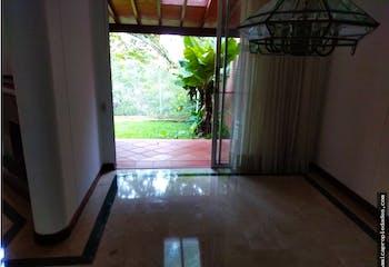 Casa en Loma del Esmeraldal, Envigado - 191mt, cuatro alcobas, terraza