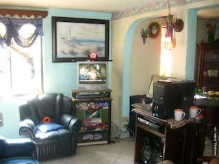 Una sala de estar llena de muebles y una chimenea en Casa en Itagui,Santa Maria, 78 mts2-3 Habitaciones