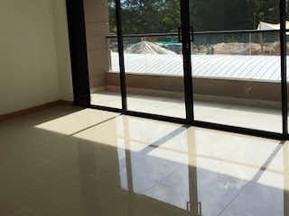 Una vista de un dormitorio con un gran ventanal en Apartaestudio en San Antonio de Pereira-Rionegro, con Balcón - 51 mt2.