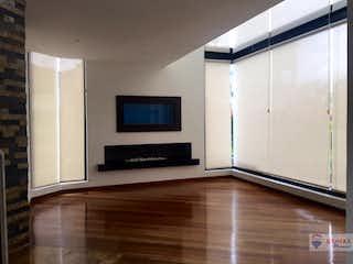Una televisión de pantalla plana montada en una pared en una habitación en Campestre Kubik Verde