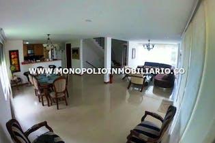 Casa en Loma de Benedictinos-Envigado, con 4 Habitaciones - 420 mt2.