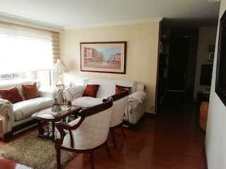 Una sala de estar llena de muebles y una mesa en Conjunto Cipres De La Arboleda