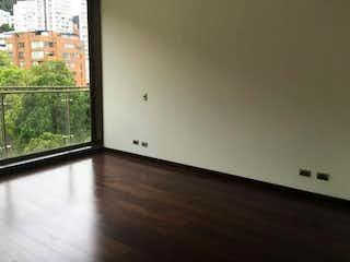 Una vista de una sala de estar con una ventana en Torre CERVANTES