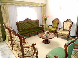 Una sala de estar llena de muebles y decoración en Casa En Venta En Bogota Nicolás De Federmán