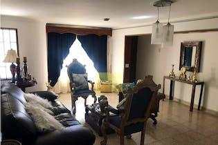 Casa en Lorena-Laureles, con 5 Alcobas - 205 mt2.
