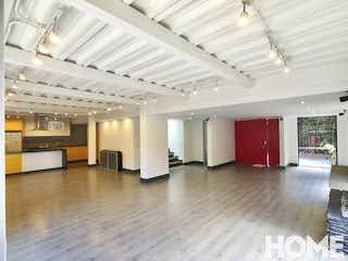 Una habitación llena de un montón de muebles blancos en Casa en Santa Ana-Usaquén, con 3 Habitaciones - 340 mt2.