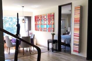 Casa en venta ubicada en Lomas de Santa Fe, cuenta con 5 recamaras.