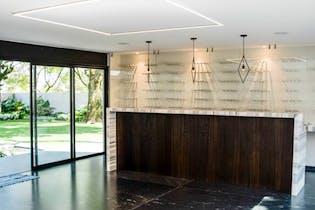 Casa en venta en Bosques de las Lomas, 1250 m2 con spa y terraza.