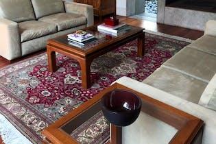 Casa en venta en Bosques de las Lomas, 460 m2, con jardín.