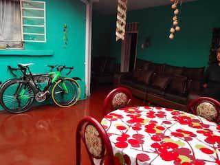 Una habitación con un sofá y una bicicleta en No aplica