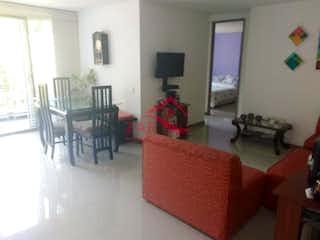 Una sala de estar llena de muebles y una chimenea en 68 PARK