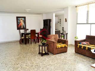 Una sala de estar llena de muebles y una chimenea en Apartamento en venta en Los Colores, con 125 mt2 con Balcón