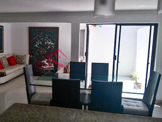 Una sala de estar llena de muebles y una televisión de pantalla plana en VILLAVERDE 1