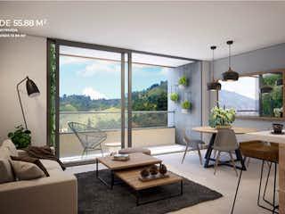 Una sala de estar llena de muebles y una gran ventana en Ecoh