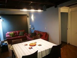 Un dormitorio con una cama y una mesa en él en Portal de Modelia 2