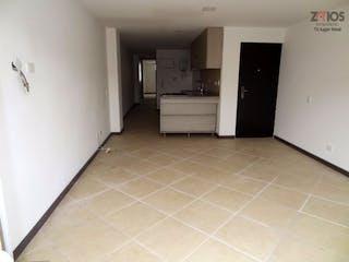 Una cocina que tiene un refrigerador en ella en Apartamento en La Floresta-La América, con 2 Habitaciones - 63 mt2.