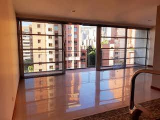 Una vista de una habitación con un gran ventanal en EDIFICIO CALLE 5A