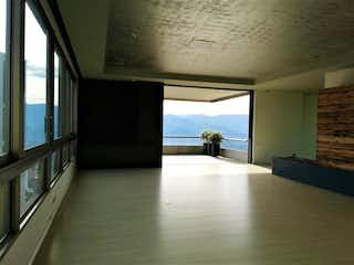 Una vista de una habitación con un gran ventanal en  CANTAGIRONE DUE