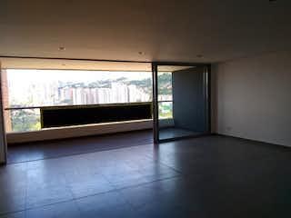 Una habitación que tiene una ventana en ella en   TORRE 1 LA RESERVA