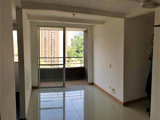 Una cocina con una ventana, un lavabo y una ventana en VILLA SOL