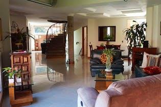 Casa en El esmeraldal, Envigado - 420mt, dos niveles, cuatro alcobas