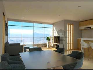Un cuarto de baño con una bañera grande y una ventana grande en Apartamento en Laureles,Santa Teresita, Con 3 habitaciones-110mt2