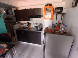 Una cocina con una estufa de fregadero y nevera en Apartaestudio en San Miguel, Con 1 habitación-30mt2