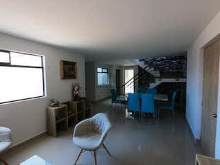 Una sala de estar llena de muebles y una ventana en Apartamento en venta en El Chagualo de tres alcobas