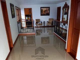 Una vista de una sala de estar y comedor en Finca en venta en copacabana, parte baja, Con 6 habitaciones-2600mt2