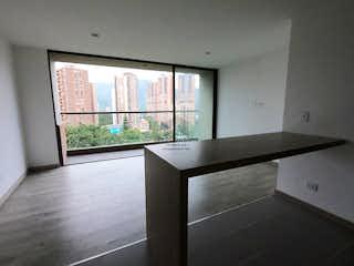 Una ventana grande en una habitación con una ventana en Apartamento en venta en La Aldea de tres habitaciones