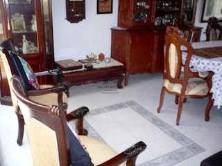 Una sala de estar llena de muebles y una chimenea en Casa en venta en  Belen Rosales, Con