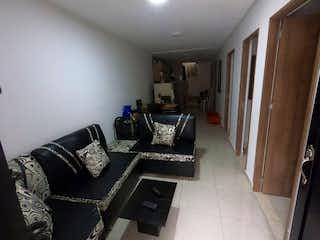 Una sala de estar llena de muebles y un suelo de madera en SE VENDE CASA EN ITAGUI, CALATRAVA