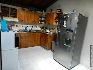 Cocina con nevera y nevera en Apartamento en venta La Milagrosa, 4 Habitaciones.