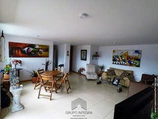 Una sala de estar llena de muebles y una mesa en Apartamento en la Loma De Los Bernal. Con 3 habitaciones-82mt2