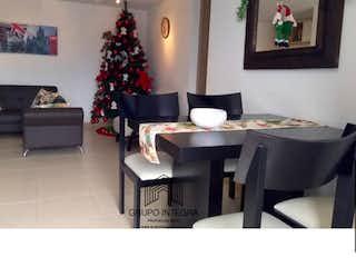 Una sala de estar con un árbol de navidad en ella en Apartamento en venta en San Jose, Sabaneta, Con 3 habitaciones de 78mt2 con vestier.