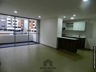 Un cuarto de baño con lavabo y un gran espejo en Apartamento en venta en La Loma Del Esmeraldal,  Con 3 habitaciones-89mt2
