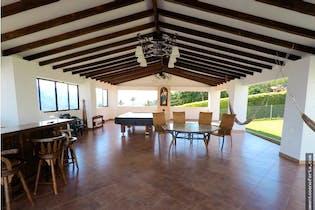 casa en venta en Sector Haceb, Copacabana, Con 5 habitaciones-9500mt2