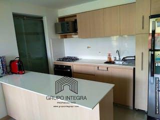 Una cocina con nevera y fregadero en Apartamento en venta en Santa Ana, Con 3 habitaciones-85mt2
