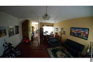 Casa en venta en Conquistadores, Con 4 habitaciones, 250mt2