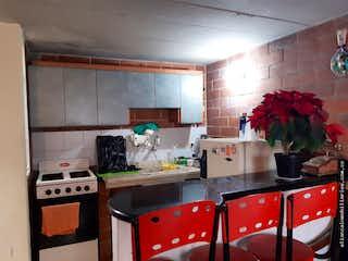 Una cocina con un fregadero y una estufa en Casa en Santa Helena de 67.39 con 3 niveles