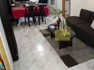 Una sala de estar llena de muebles y una alfombra en Apartamento en venta en La Castellana de 4 Alcobas