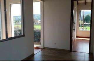 Una vista de una sala de estar desde el pasillo en -