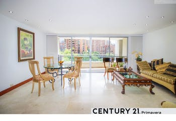 Apartamento en venta en El Poblado de 122m² con Balcón...