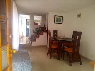 Una sala de estar llena de muebles y un suelo de madera en  Edificio Eliseos