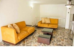 Casa Bifamiliar en venta en La Floresta, Con 5 habitaciones-174mt2
