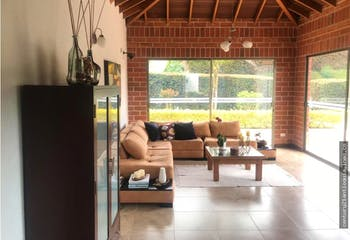 Casa en venta en Loma del Escobero, Con 4 habitaciones-2240mt2