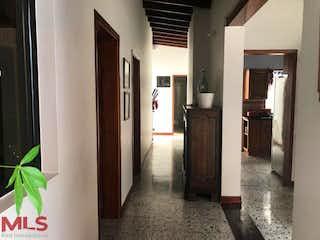 Una vista de una habitación con un pasillo que conduce a un pasillo en No aplica