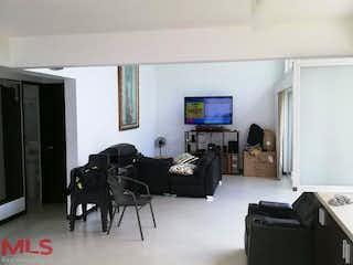 Una sala de estar llena de muebles y una televisión de pantalla plana en Poblado del Hato