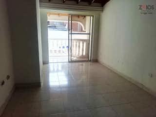 Una cocina que tiene una ventana en ella en Casa en venta en La Castellana de 278 mt2. con 2 niveles