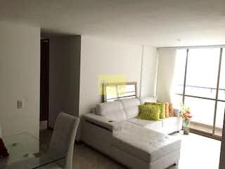 Una sala de estar llena de muebles y una ventana en  polaris